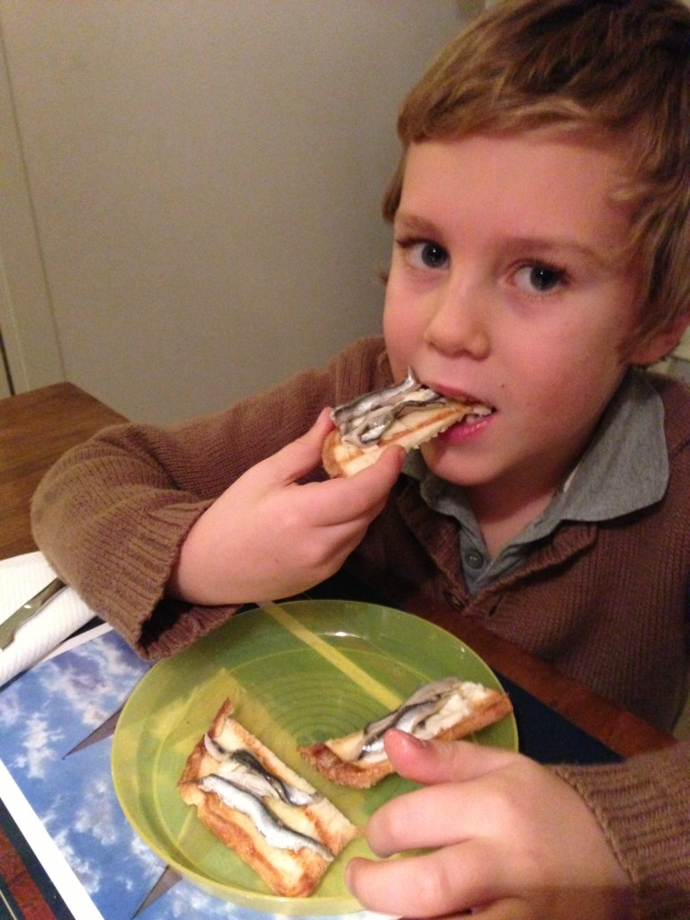 Pane, burro e alici: una dei piatti impegnativi che preparo in assenza del marito!