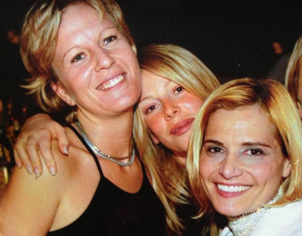 Moi, Alessia e Simona al mio compleanno. Ne facevo 30 quindi…quasi 14 anni fa, ops!