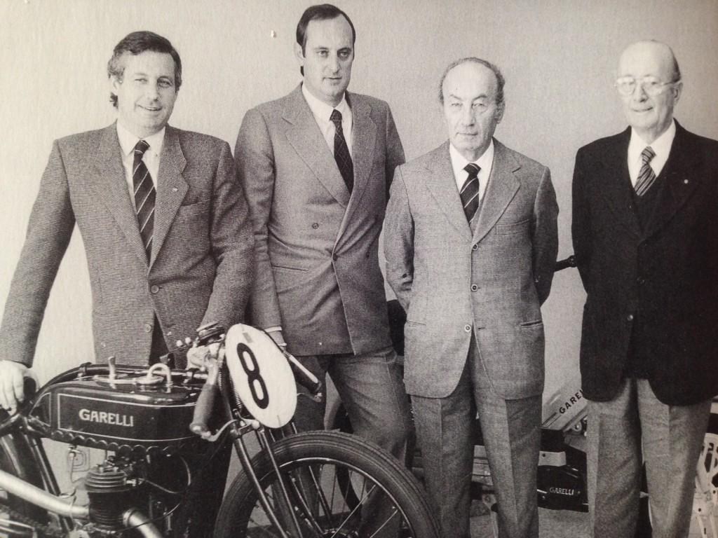 Daniele Agrati ( il primo da sinistra) con suo cugino Marco e i loro papà Franco e Antonio.